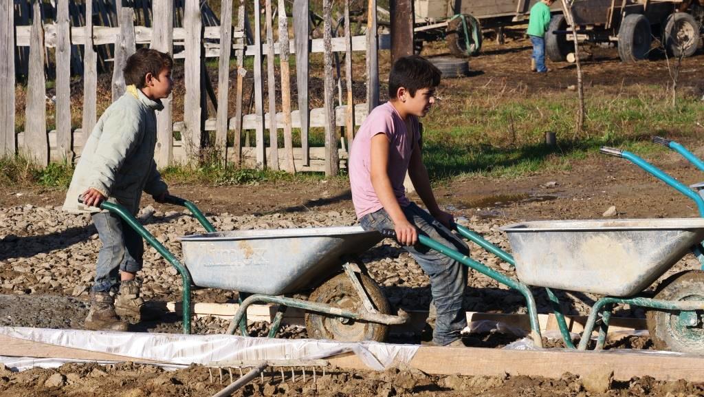 Aanleg_betonpad-zigeunerkamp (19)