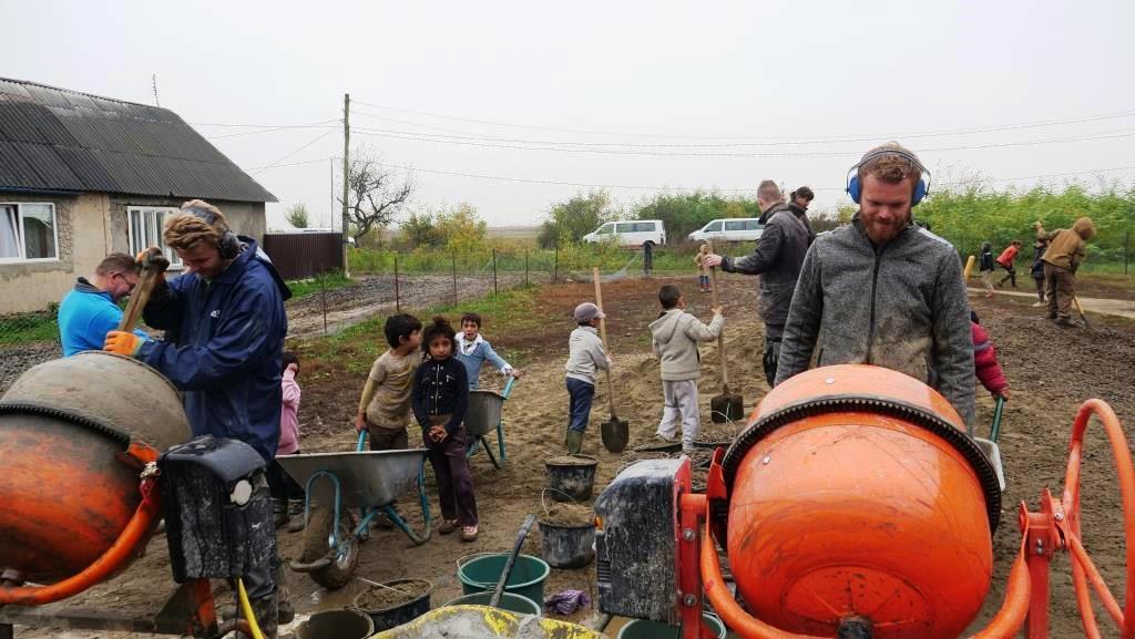 Aanleg_betonpad-zigeunerkamp (25)
